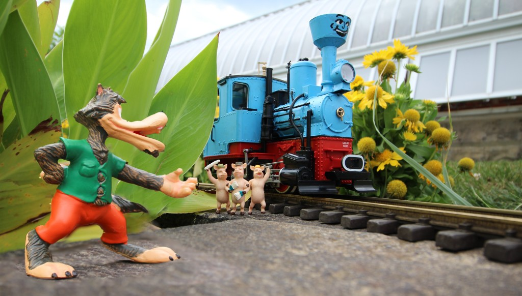 Big Bad Wolf_Three Pigs_Little Engine_Phipps Garden Railroad_NO CREDIT